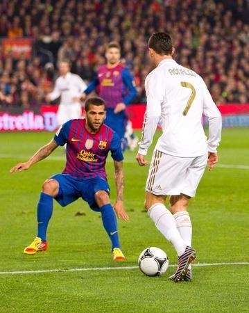 Real Madid vs. FC Barcenola. C.Ronaldo/D. Alvez (nur redaktionelle Nutzung)