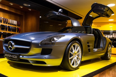 Mercedes SLS AMG - Foto: 123RF Stock Photo: Dennis Van De Water